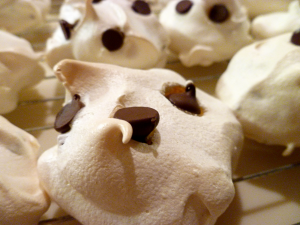 chocolate chip meringues | The Baking Fairy
