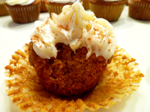 carrot cake cupcakes with cream cheese frosting | The Baking Fairy