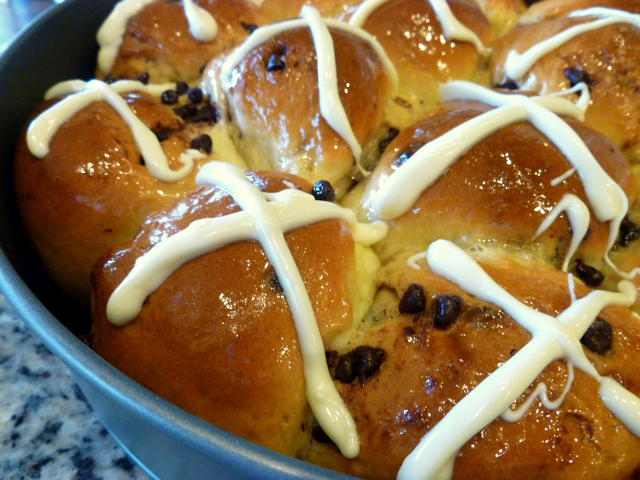 chocolate chip hot cross buns | The Baking Fairy